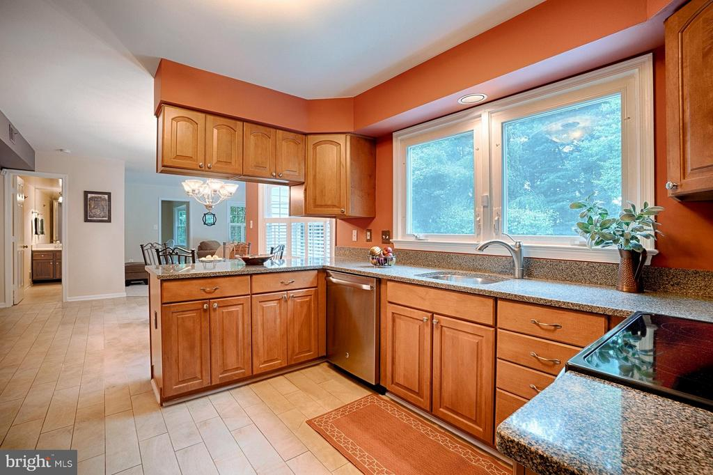 Kitchen - 1388 PARK LAKE DR, RESTON