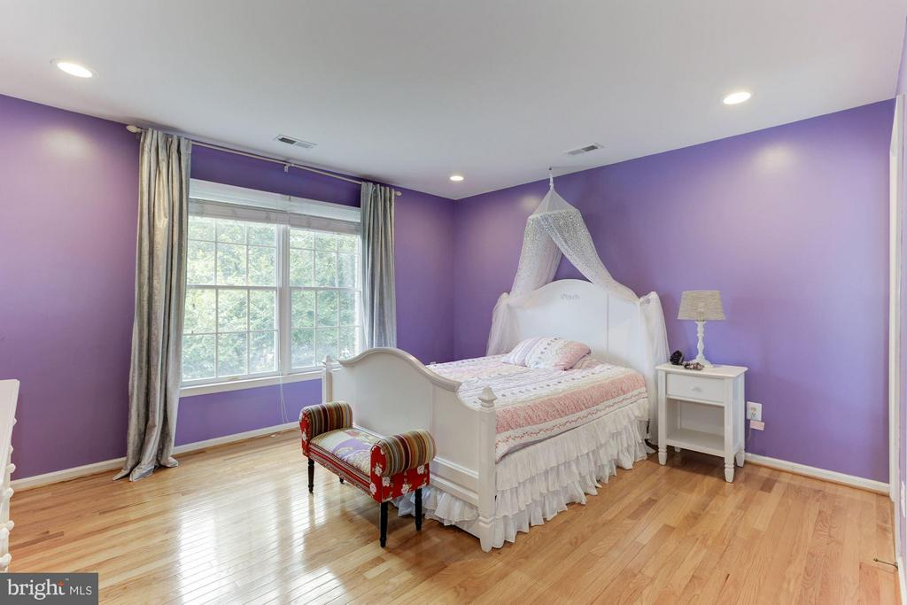 Bedroom #4 - Ensuite has private bath and wic - 1312 DASHER LN, RESTON