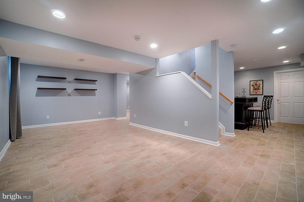 Lower Level Recreation Room - 1388 PARK LAKE DR, RESTON