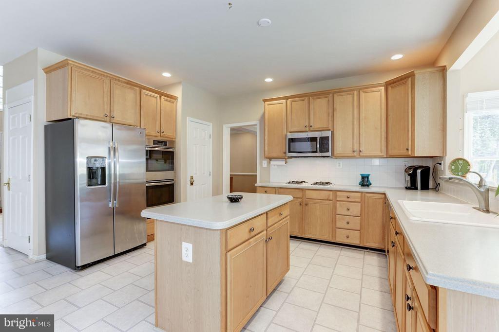 Kitchen - 1312 DASHER LN, RESTON
