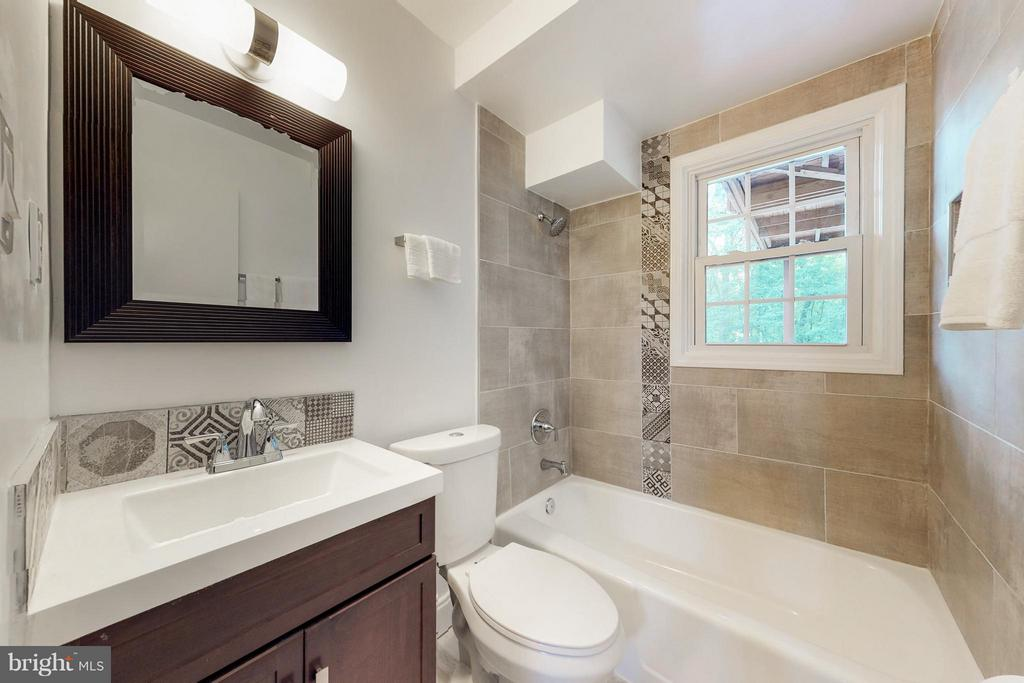 Bath lower level full bath thoughtfully designed - 5713 PALIN PL, ALEXANDRIA
