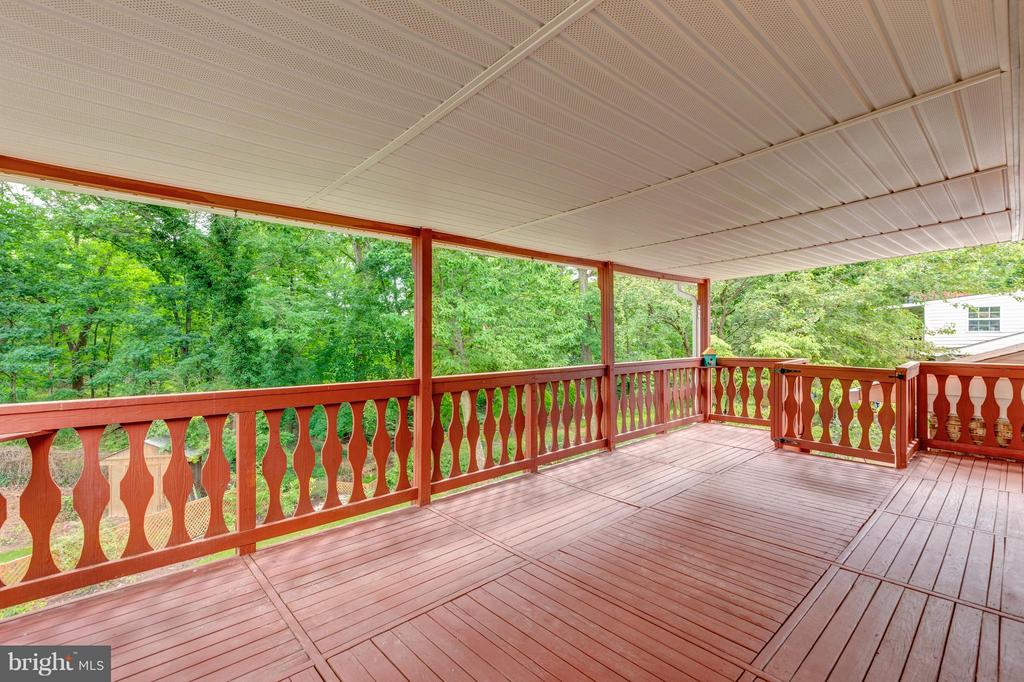 Beautiful spacious upper deck by Sears ! - 5713 PALIN PL, ALEXANDRIA