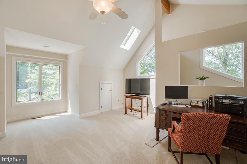 Sitting Room or Office in Master Suite!!! - 232 BEACHSIDE CV, LOCUST GROVE