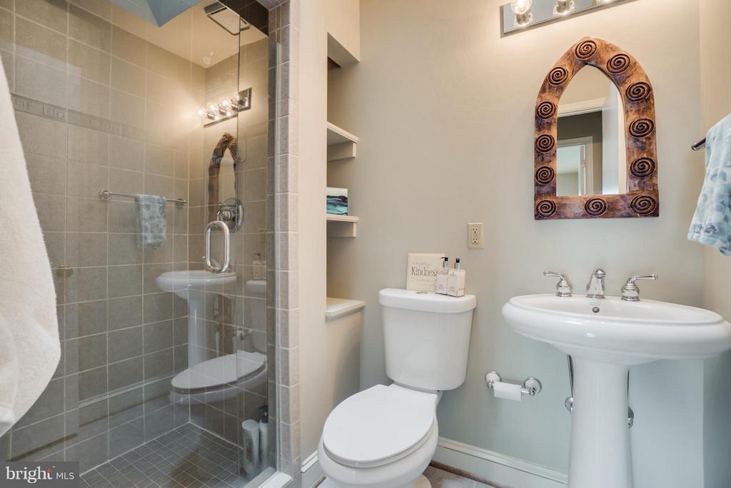 Main level Guest Bath!!! - 232 BEACHSIDE CV, LOCUST GROVE