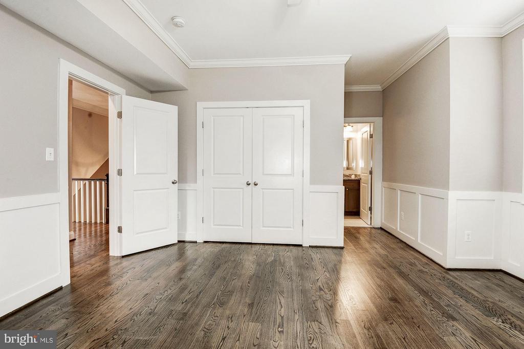 Each bedroom has a full bath & ample storage - 2509 FOWLER ST, FALLS CHURCH