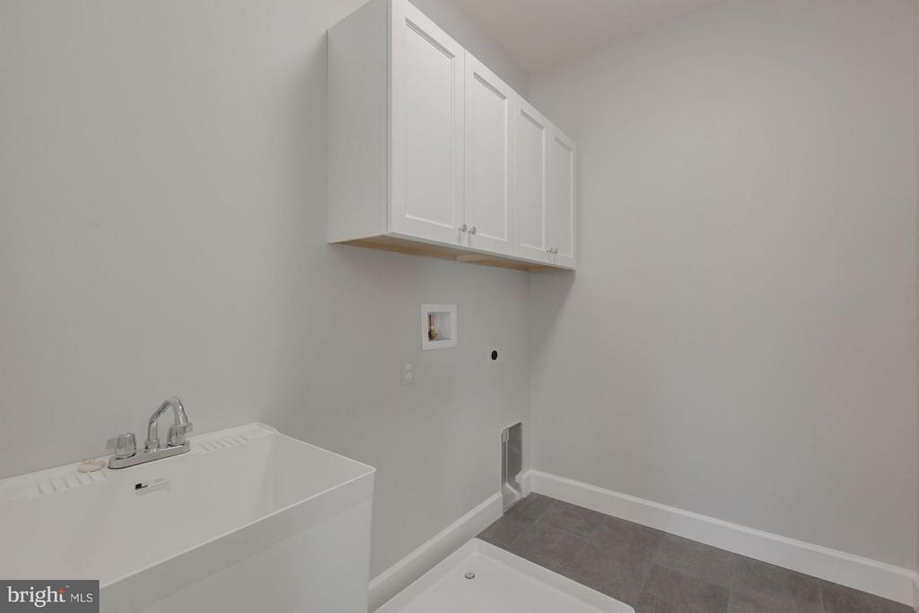 Upper Level Laundry Room - 10510 COBBS GROVE LN, FAIRFAX
