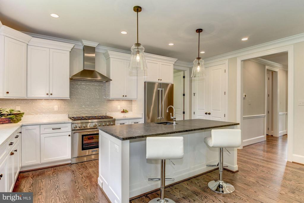 Granite Island with Additional Seating - 10510 COBBS GROVE LN, FAIRFAX