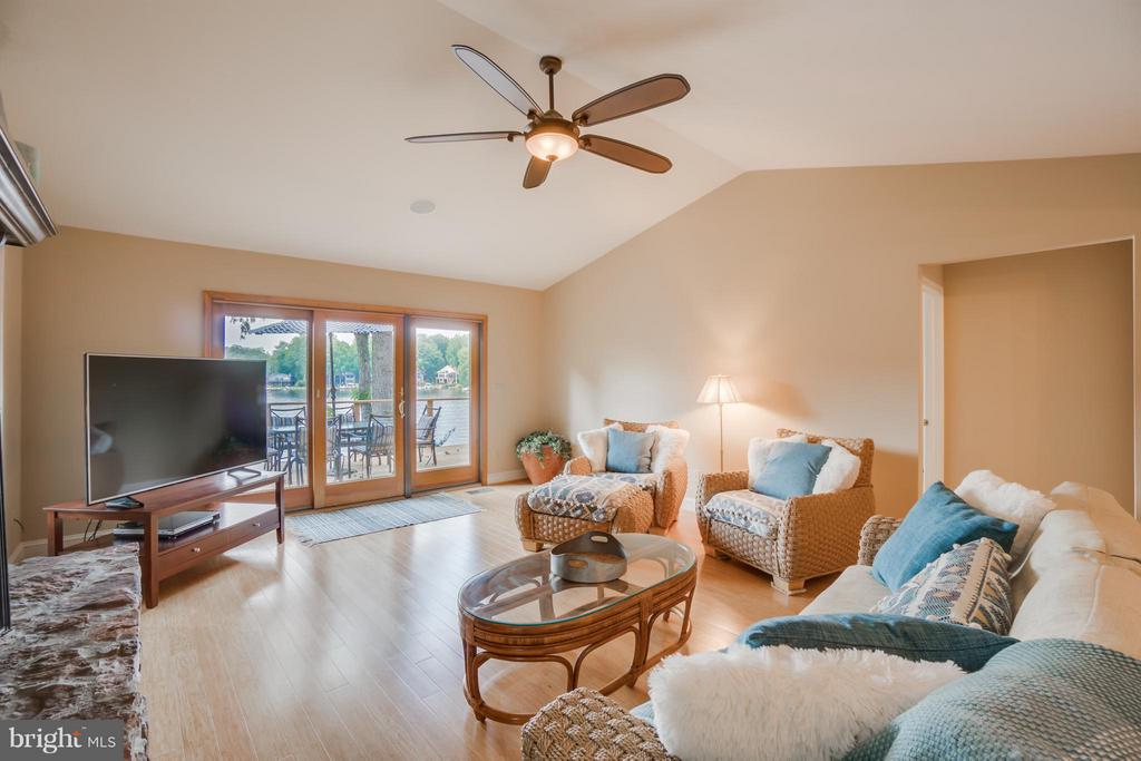 Vaulted Open Ceilings and Bamboo Flooring!!! - 232 BEACHSIDE CV, LOCUST GROVE