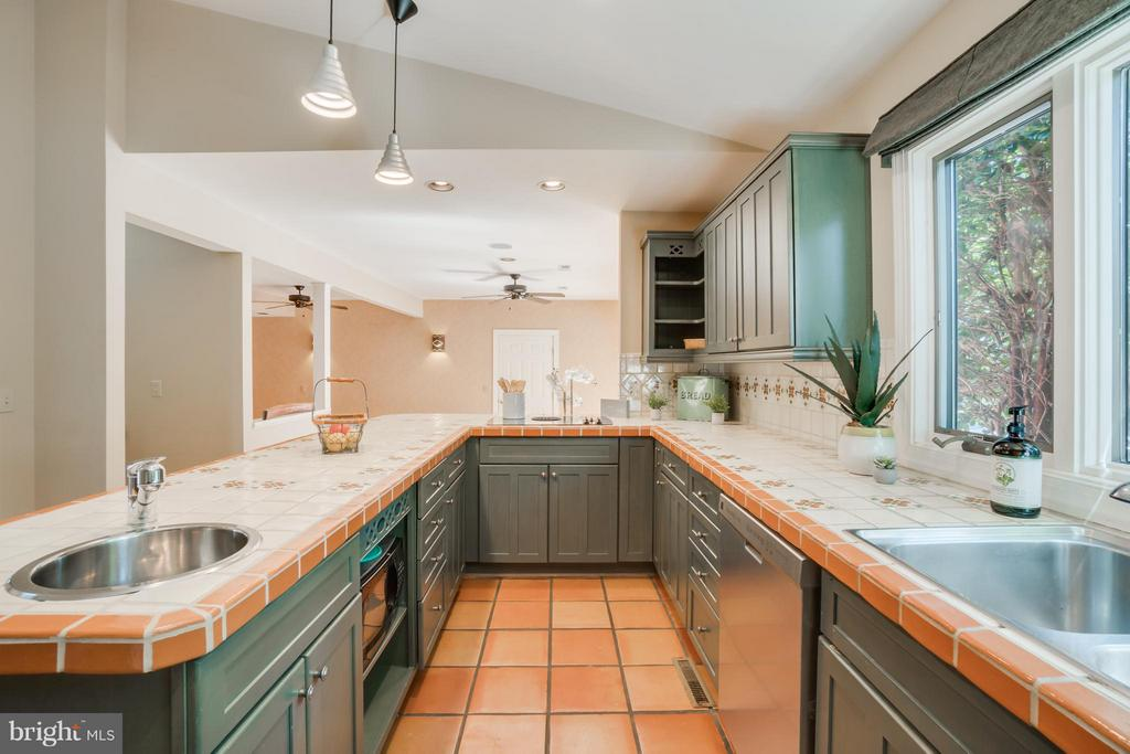 Beautiful Terracotta Tile Floors!!! - 232 BEACHSIDE CV, LOCUST GROVE