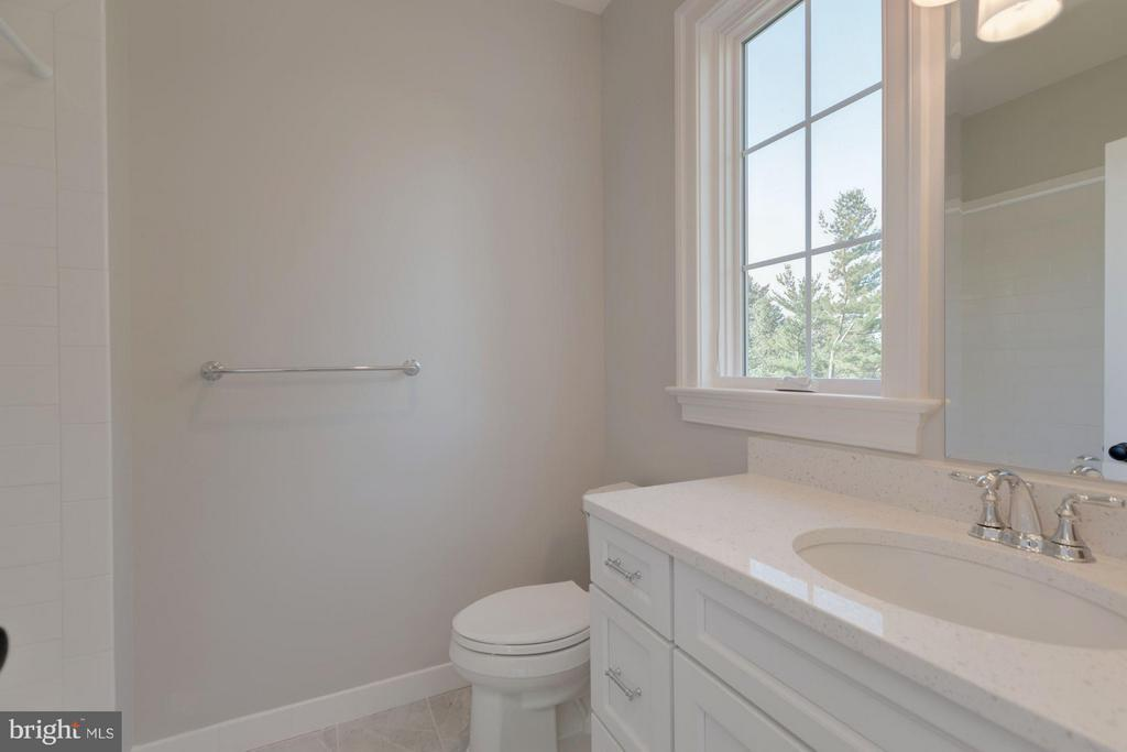 Ensuite Bath Attached to 4th Bedroom - 10510 COBBS GROVE LN, FAIRFAX