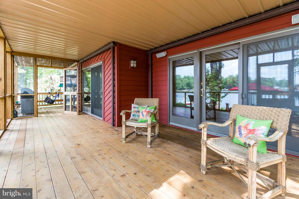 Spacious Screened in Porch!!! - 232 BEACHSIDE CV, LOCUST GROVE
