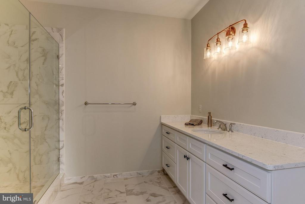 Gorgeous Separate Shower - 10510 COBBS GROVE LN, FAIRFAX