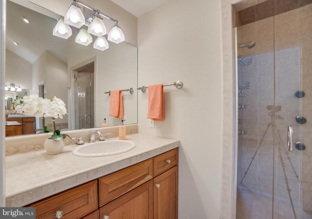 His and Her Vanities in Master Bath!!! - 232 BEACHSIDE CV, LOCUST GROVE