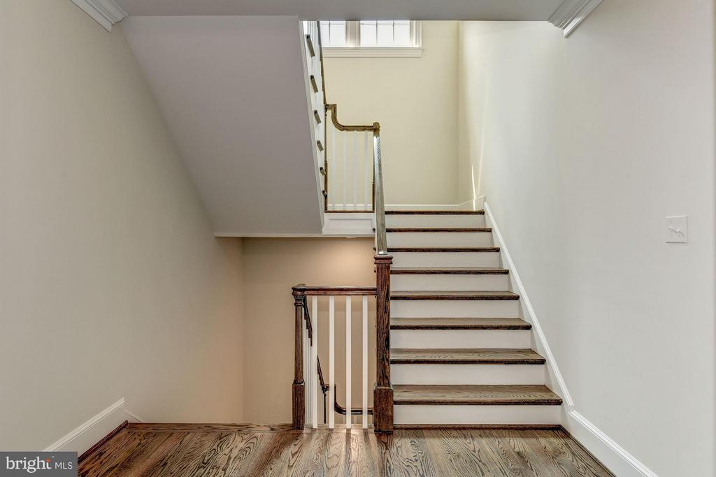 Hardwood Floors on Stairs to Upper and Lower Level - 10510 COBBS GROVE LN, FAIRFAX