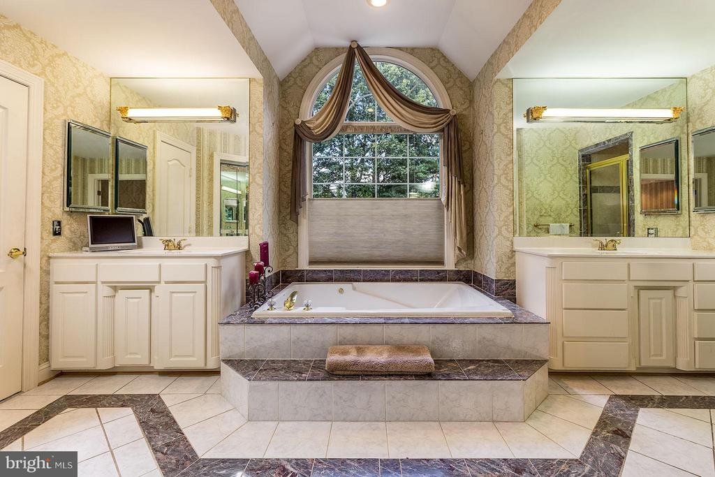 Bath (Master) - 2979 WESTHURST LN, OAKTON