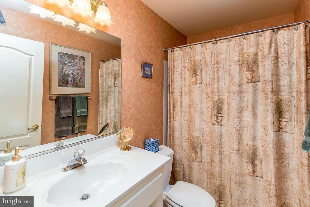 Bath - 2979 WESTHURST LN, OAKTON