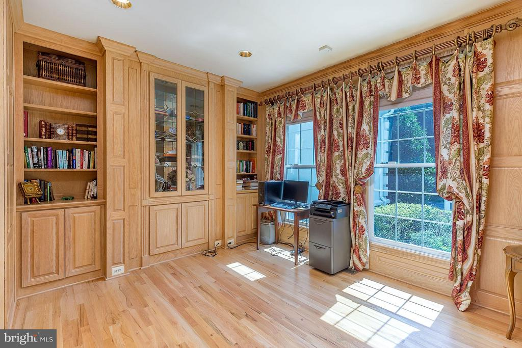 Library/Home Office - 2979 WESTHURST LN, OAKTON