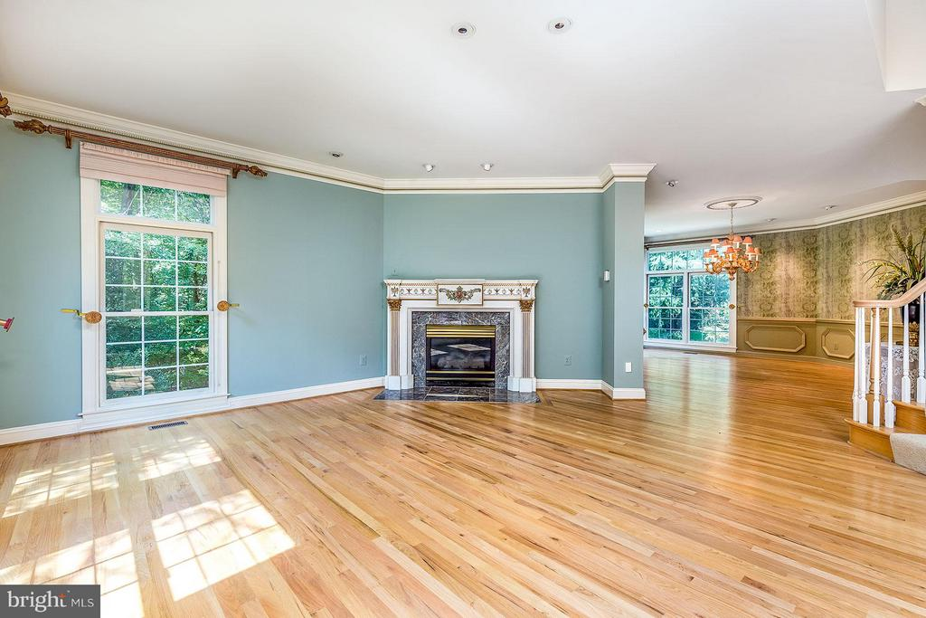 Living Room - 2979 WESTHURST LN, OAKTON