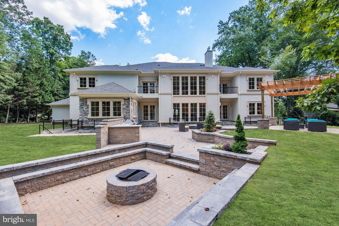 Additional photo for property listing at 6806 Lupine Lane 6806 Lupine Lane McLean, Virginia 22101 United States