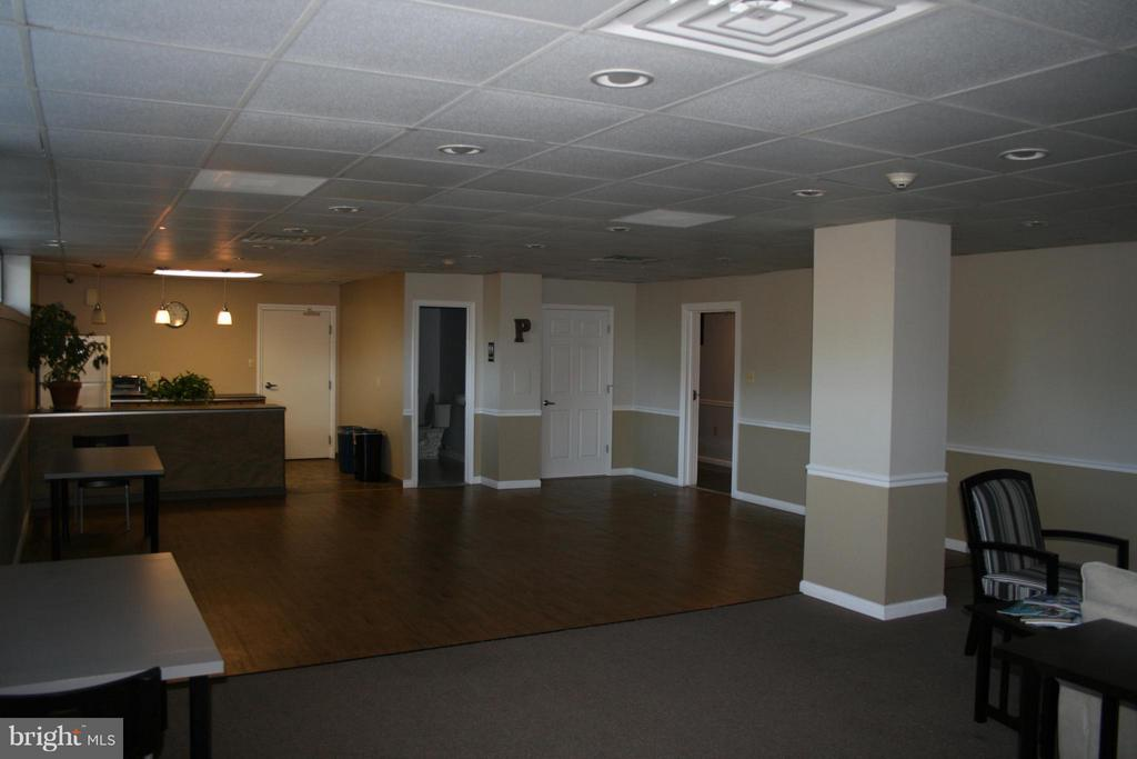Community room with kitchen - 5353 COLUMBIA PIKE #401, ARLINGTON