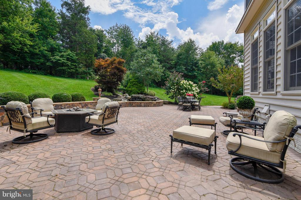 Stone Patio offers seating wall and water feature. - 27744 PADDOCK TRAIL PL, CHANTILLY