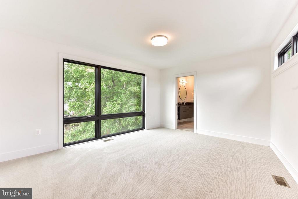Third floor en-suite bedroom - 2829 1ST RD N, ARLINGTON