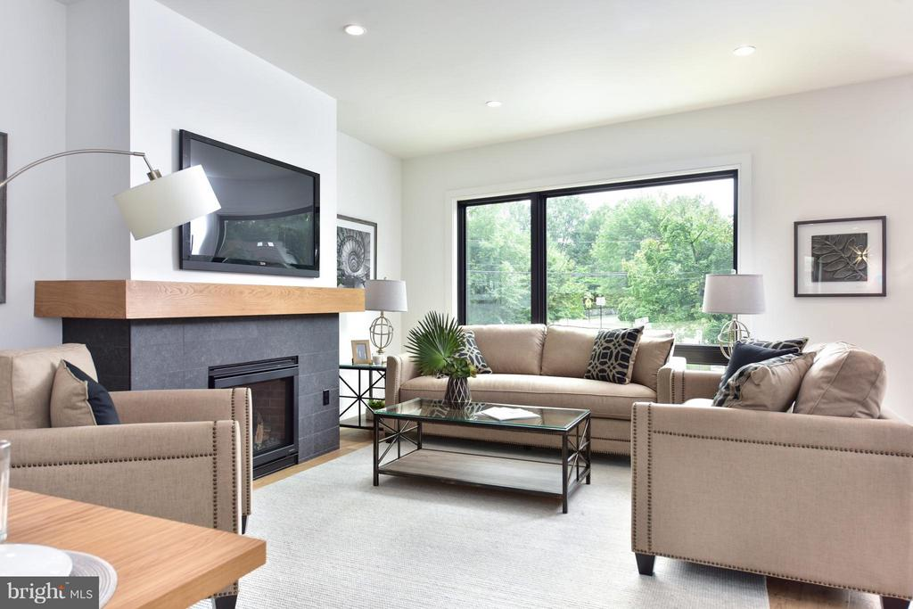 Beautiful, bright space with gas fireplace - 2829 1ST RD N, ARLINGTON