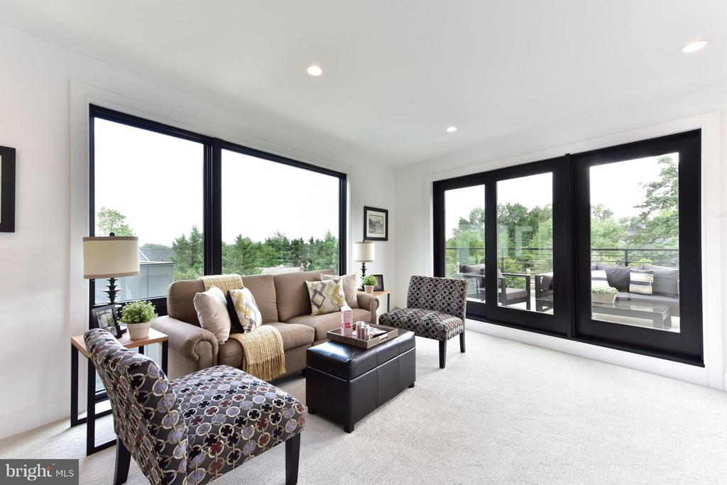 Watch the sunrises and sunsets from the loft - 2829 1ST RD N, ARLINGTON