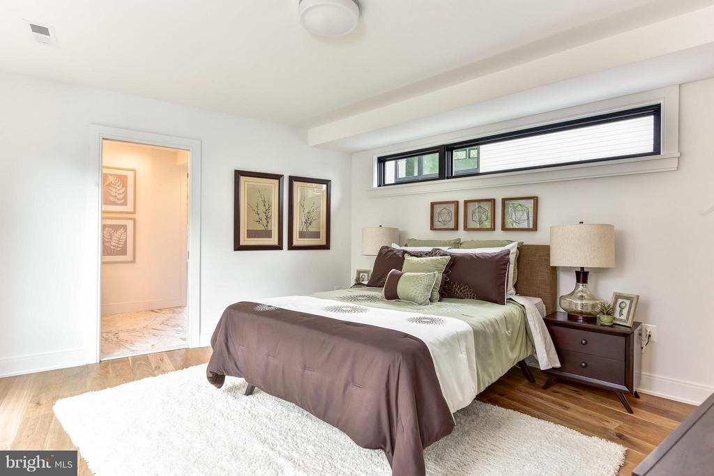 Serene owner's bedroom - 2829 1ST RD N, ARLINGTON