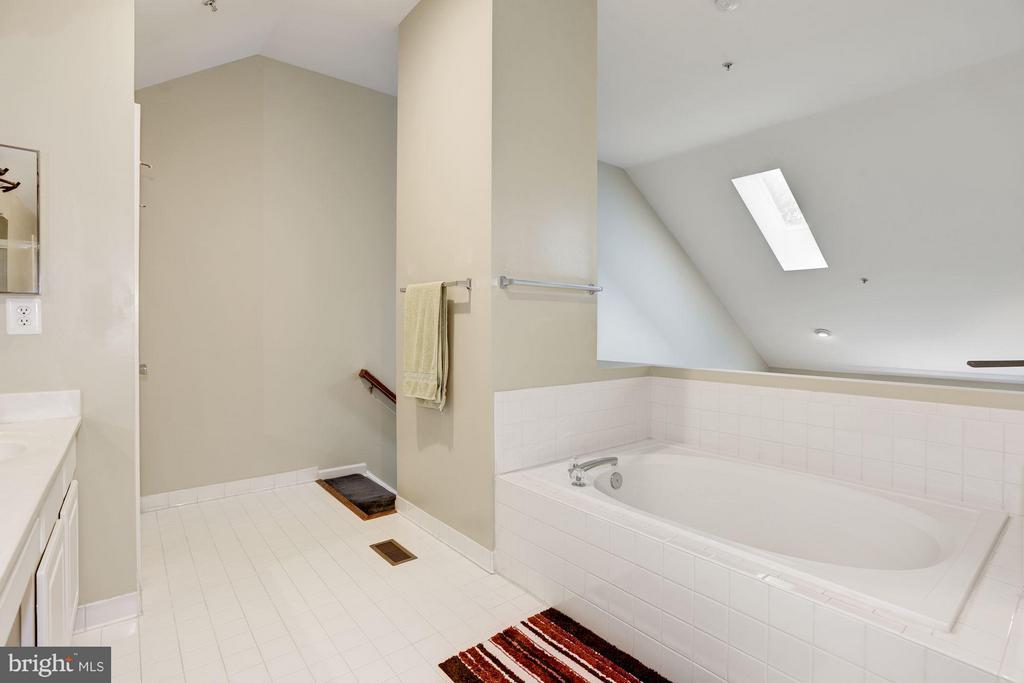 Bath (Master) - 12493 LUCAS DR, FAIRFAX