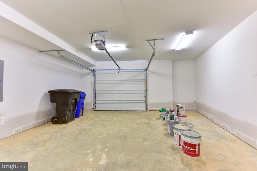 Oversized one car garage - 2829 1ST RD N, ARLINGTON