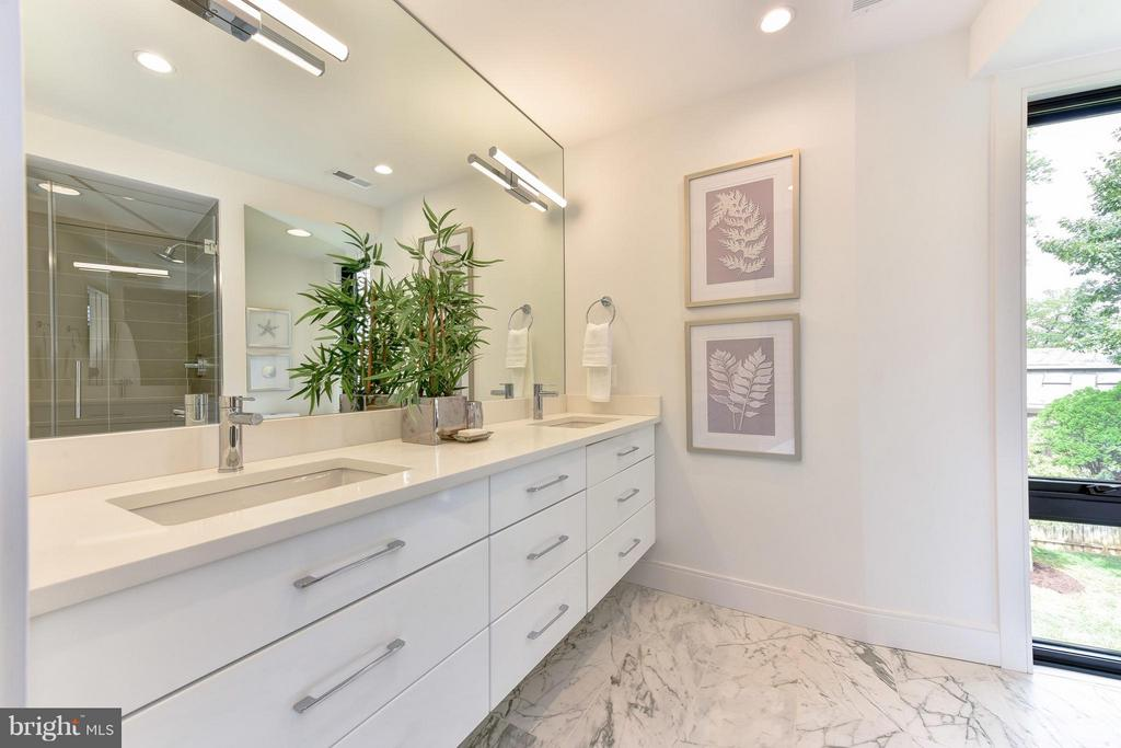 Classic material in the owner's bath - 2829 1ST RD N, ARLINGTON