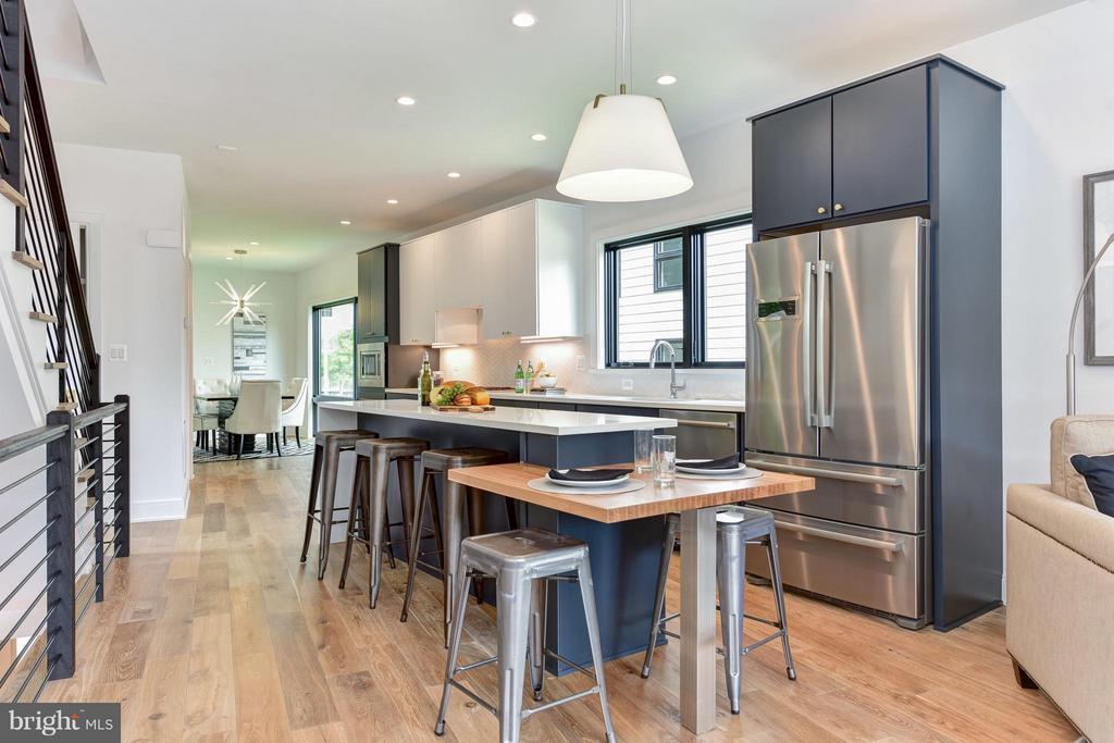 Incredible modern kitchen - 2829 1ST RD N, ARLINGTON