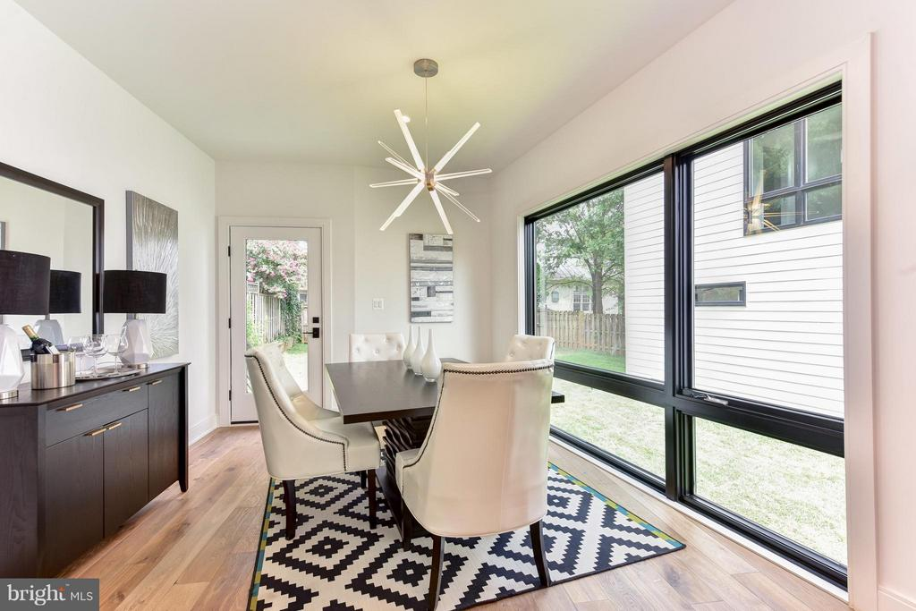 Pleasant, light-filled space - 2829 1ST RD N, ARLINGTON