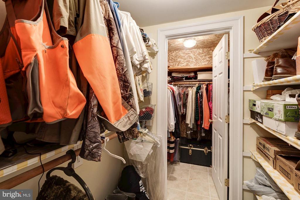 Basement walk-in closet/ mudroom off 3 car garage. - 3013 DICKERSON ST, ARLINGTON