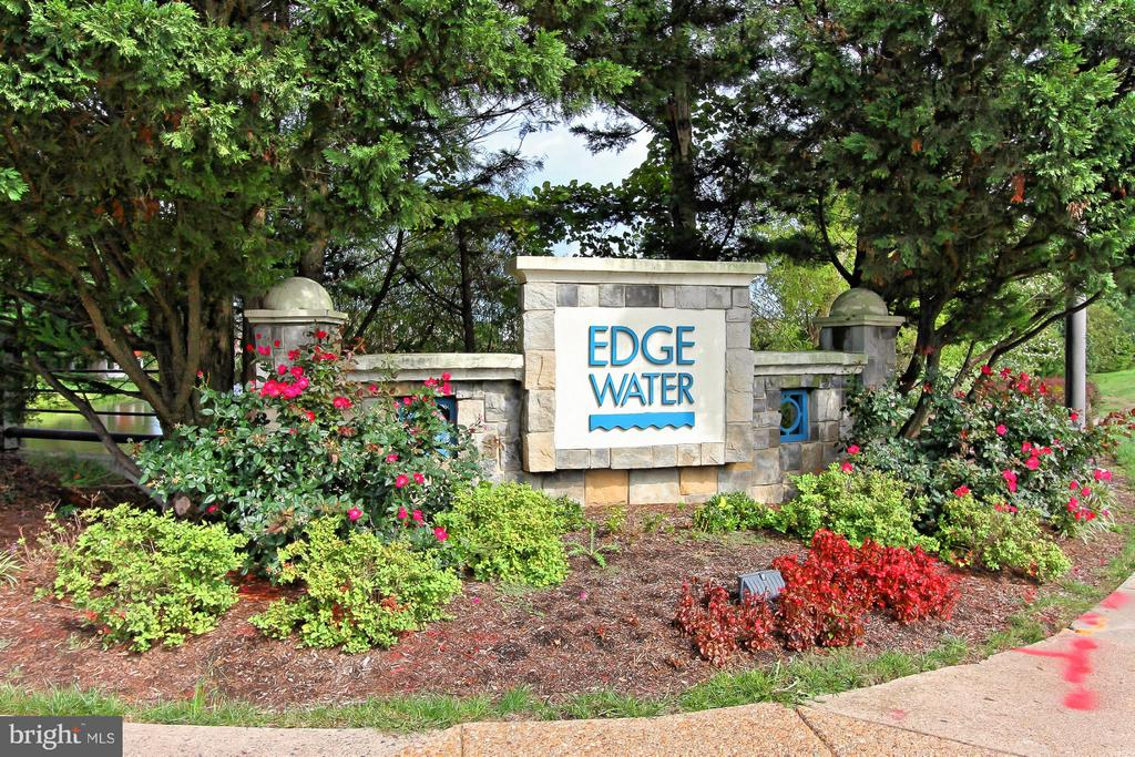 Beautiful Edgewater at Reston Town Center! - 1700 LAKE SHORE CREST DR #15, RESTON