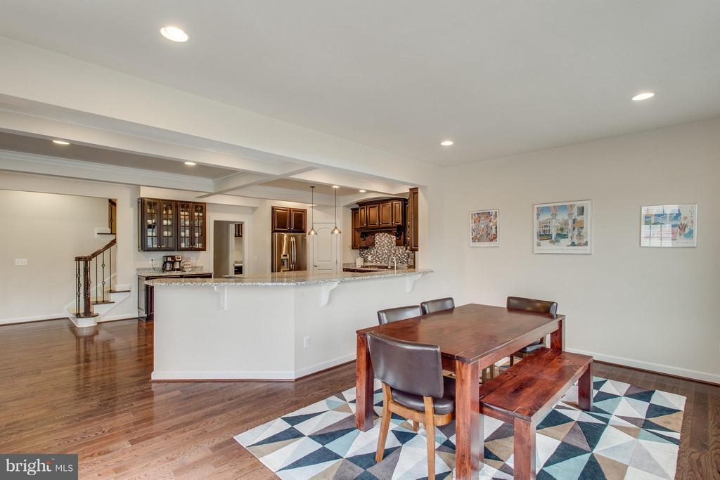 Bright breakfast room and breakfast bar - 9427 FERRY LANDING CT, ALEXANDRIA
