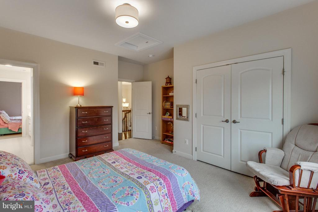 Spacious carpeted bedrooms - 9427 FERRY LANDING CT, ALEXANDRIA