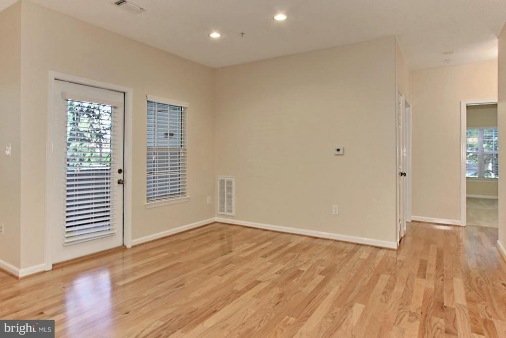 Dining room - 1700 LAKE SHORE CREST DR #15, RESTON