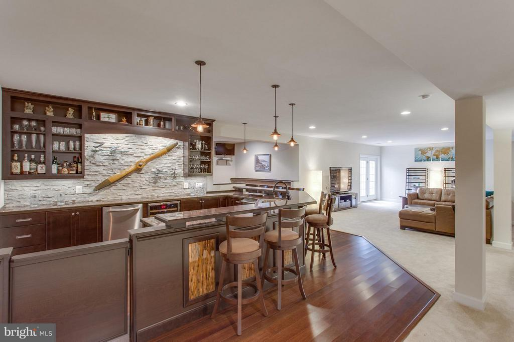 Walk-out basement is an entertainer's dream - 9427 FERRY LANDING CT, ALEXANDRIA