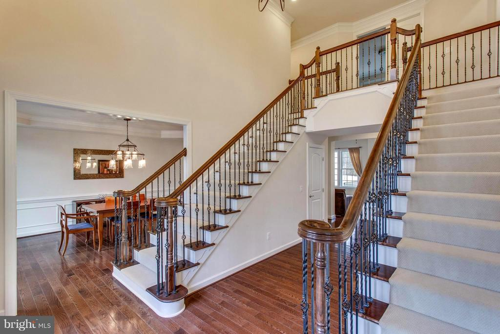 Statement-making entry featuring dual staircases - 9427 FERRY LANDING CT, ALEXANDRIA