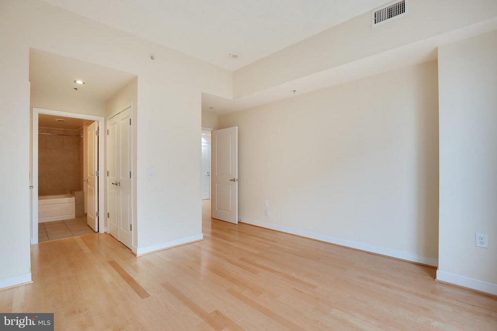 Bedroom (Master) - 820 POLLARD ST #610, ARLINGTON