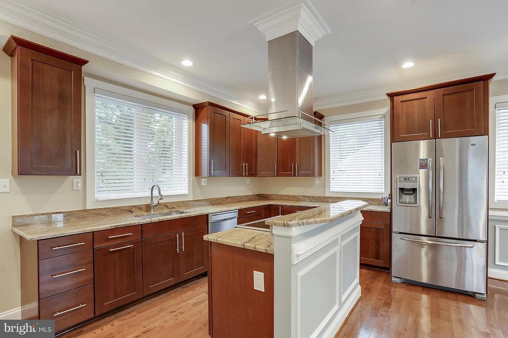 Kitchen - 7406 VALLEYCREST BLVD, ANNANDALE
