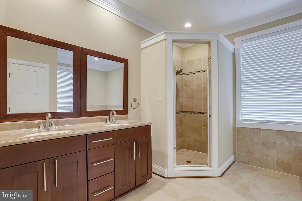 Bath (Master) - 7406 VALLEYCREST BLVD, ANNANDALE