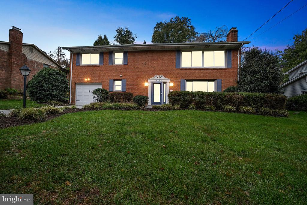 9223  SANTAYANA DRIVE 22031 - One of Fairfax Homes for Sale
