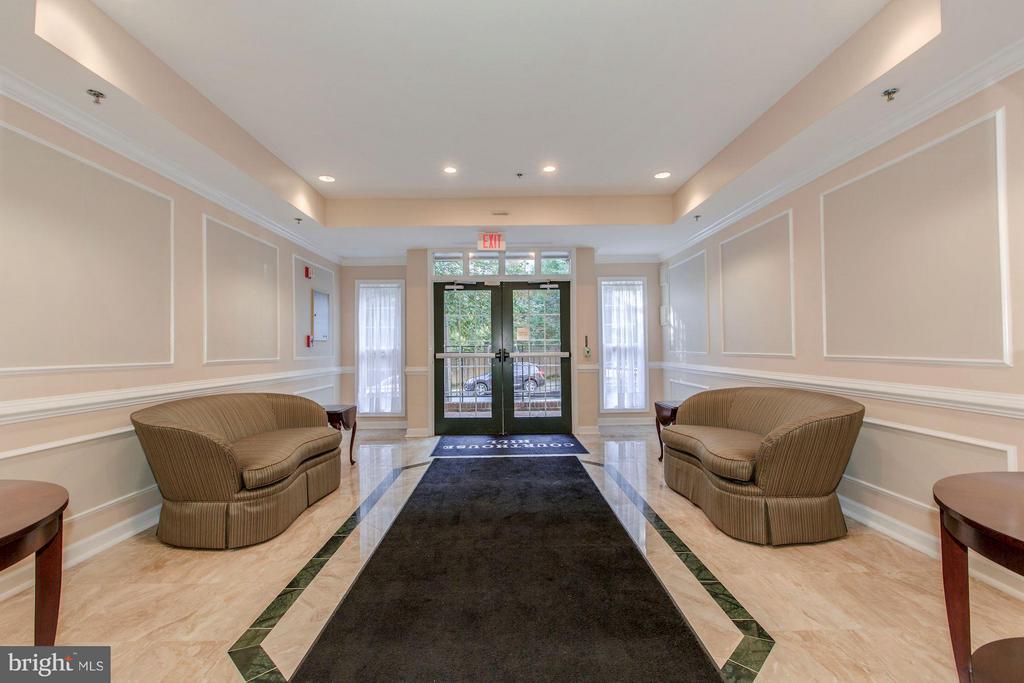Elegant main entrance - 2330 14TH ST N #201, ARLINGTON