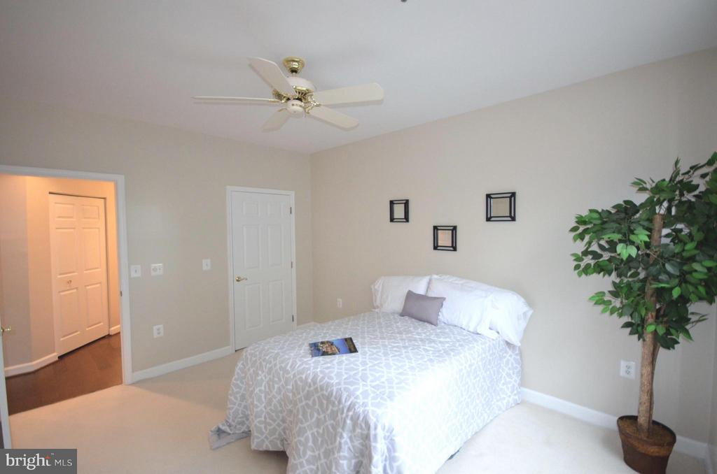 Spacious Master Bedroom with a huge walk-in closet - 2330 14TH ST N #201, ARLINGTON