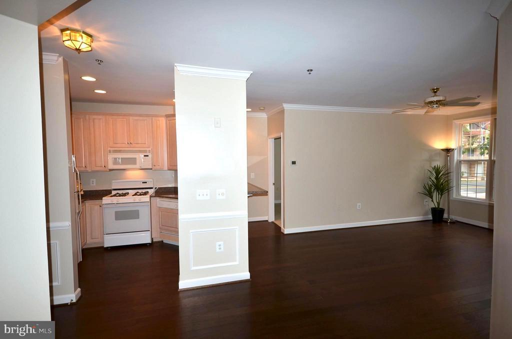Gorgeous Hardwood Floors throughout - 2330 14TH ST N #201, ARLINGTON