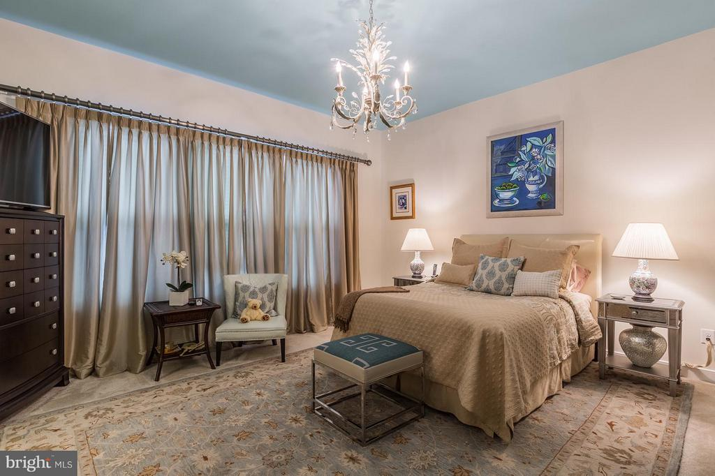 The Master Bedroom retreat...with walkin closet - 17041 SILVER ARROW DR, DUMFRIES