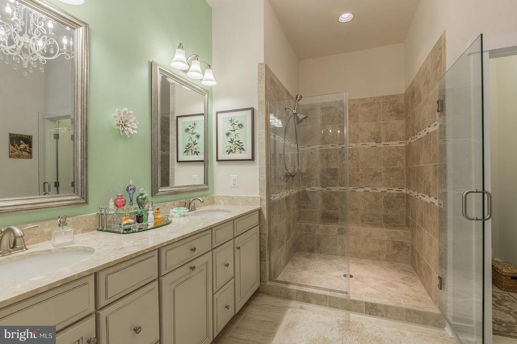 Gorgeous tile and vanity selections in the bath! - 17041 SILVER ARROW DR, DUMFRIES